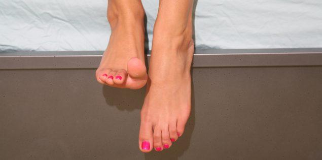 Footjob: Zo verwen jij je partner met je voeten